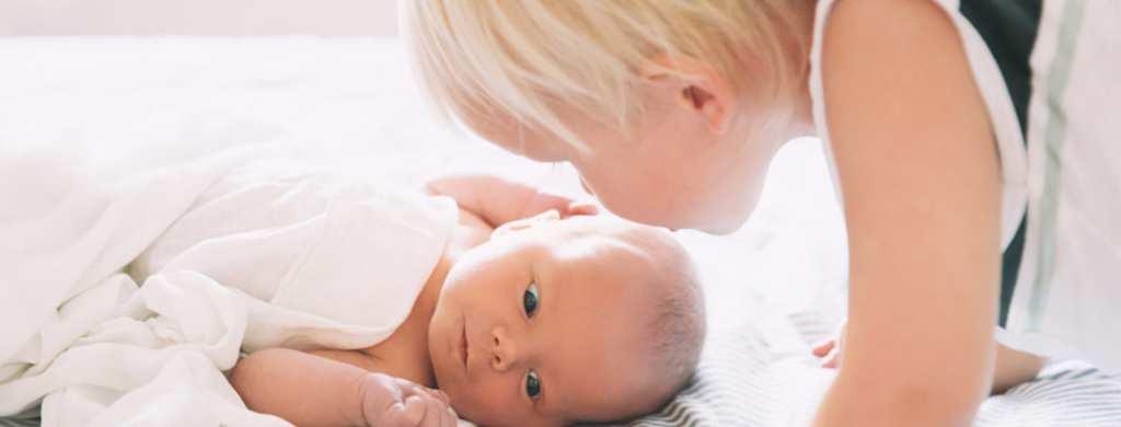 Cómo ayudar cuando nace un nuevo bebé
